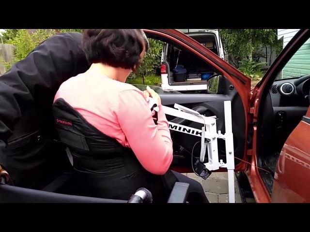 Подъёмник для колясочников MINIK. Посадка на водительское кресло