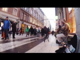 Dave Stewart исполняет на улице песню Fields of Gold (Sting cover)
