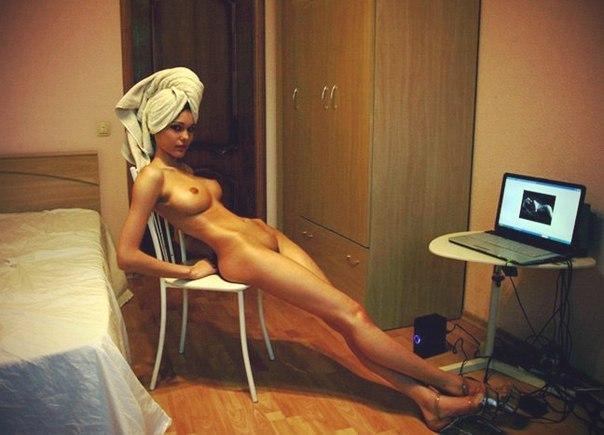 Cutie redhead showing ass on webcam show