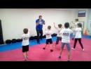 """Тренируемся с удовольствием! Учимся правильно складывать кулак 👊 и становиться в боевую стойку. .."""" удар левой раз, правой два.."""