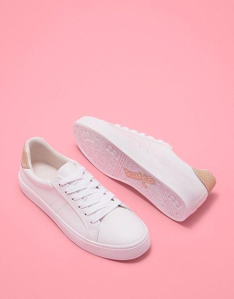 Кроссовки на шнуровке с отделкой на пятке