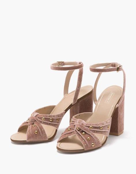 Бархатные босоножки с бусинами на широком каблуке