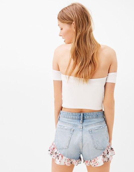 Джинсовые шорты с вставками с цветочным принтом