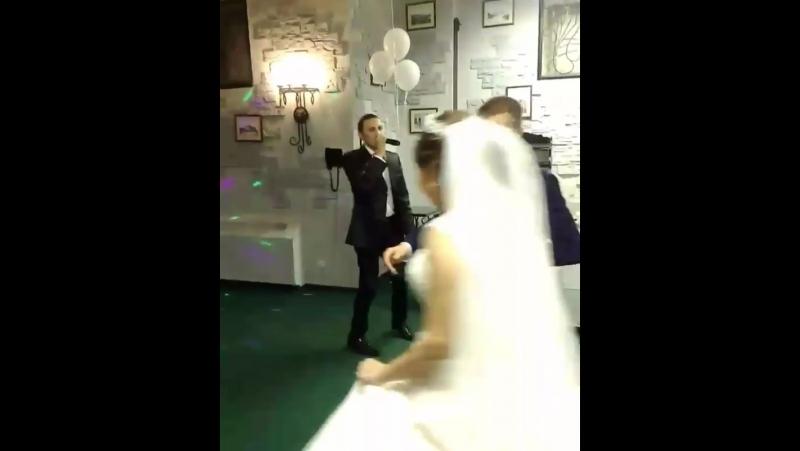 Как же прекрасны свадебные пары, кружащиеся в танц... Казань 28.08.2017