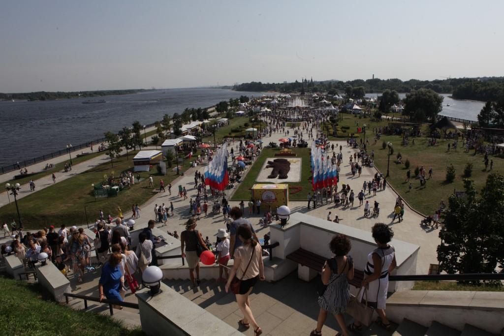 Символ могущества России: Дмитрий Миронов поздравил жителей Ярославской области с Днем флага