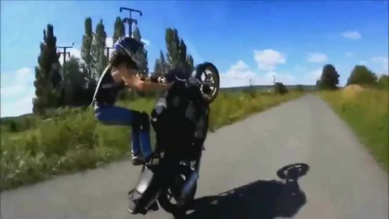 Devuwka na motocikle Super trjuki