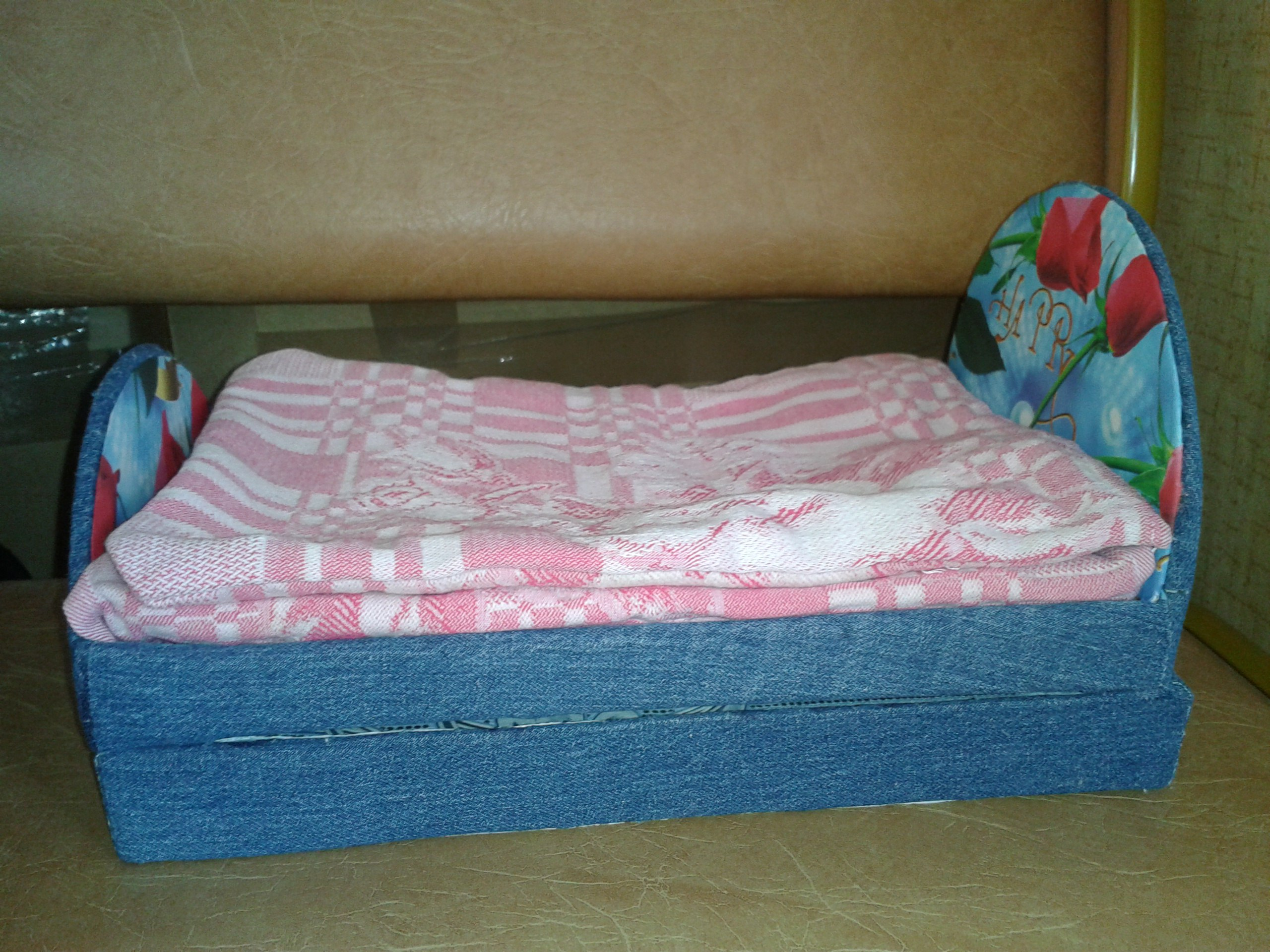 Двуспальная кровать для Барби