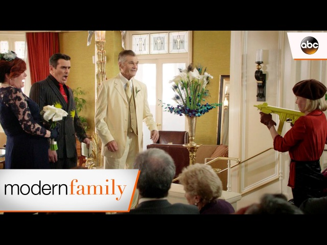 Dunphys Take Over a Wedding - Modern Family 8x19