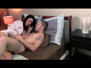 Старая соседка соблазнила и трахнула молодого парня seductive hot mature old mom young son boy (Инцест со зрелыми мамочками 18+)