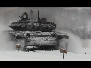 Танкисты Заполярья штурмуют снежные косогоры: видео