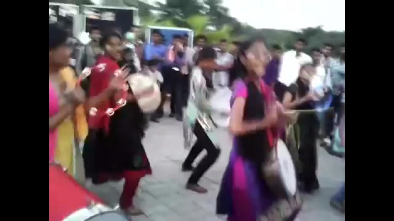 Tamil Girls Marana Kuthu dance on road publicly