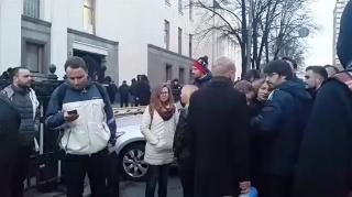 Киев. «Автомайдан» заблокировал выезд из Рады