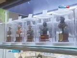 Власовцы в центре Москвы в новом Детском Мире торгуют фигурками эсэсовцев