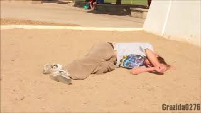 Школьница малолетка сосёт член пьяному мужику на улице