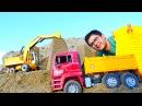 Araba oyunları. İş makineler - damperli kamyon, kepçe. Kumda kaleler yapıyoruz - çocuk oyunları!