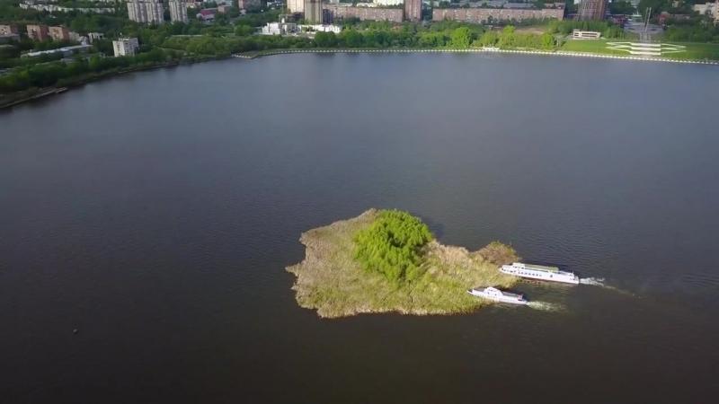 Таинственный плавучий остров на ижевском пруду! Процесс буксировки - аэросъемка