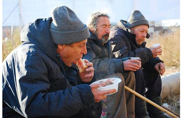 Часть гуманитарной помощи для приморских подтопленцев достанется бомжам Хабаровска