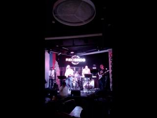 7 октября 2016 в Рекордс пабе играет Самбука броз