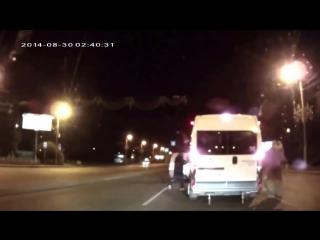 Подрезав Микроавтобус, Водитель Даже Представить Себе Не Мог, Кто Выйдет С Ним Разбираться!
