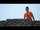 дети бросают камни с крыши дома по прохожим ул Ивана Сирка Ватутина д 39