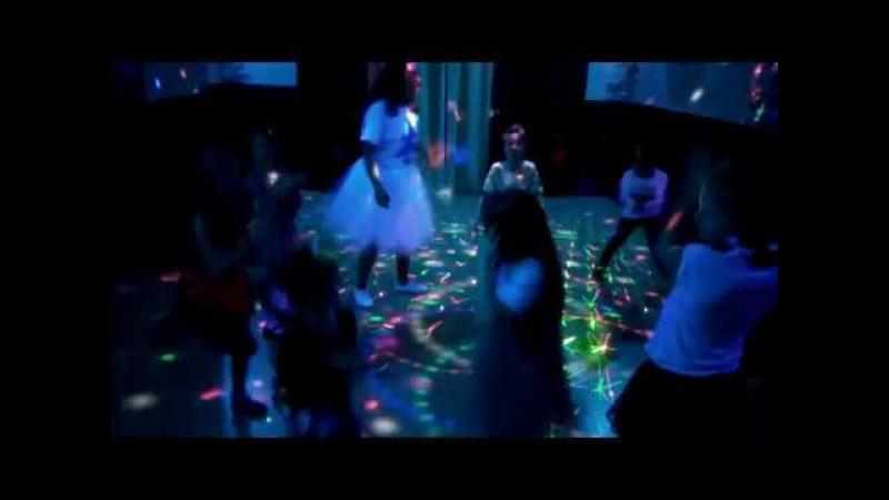 Ангелина танцует на Дне Рождения Вали =)
