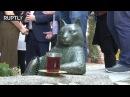 В Стамбуле увековечили память кота, задумчиво сидевшего на тротуаре