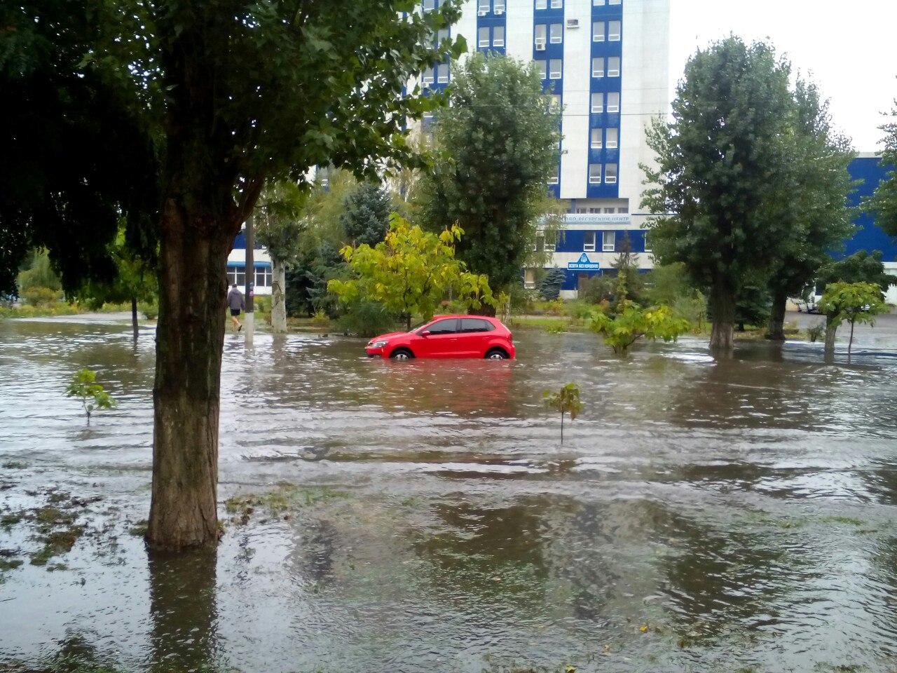 Нова Каховка потерпає від сильної зливи