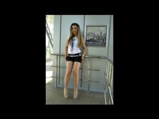 Очень красивая сексуальная русская девушка брюнетка сосет член парню у девочки женщины...