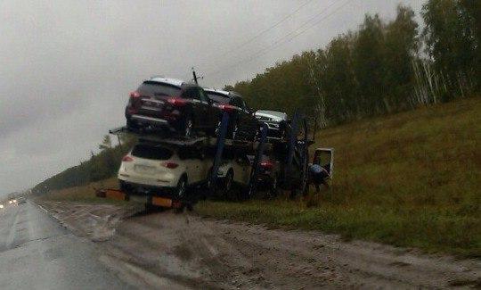 Фото: В Башкирии автовоз с «Инфинити» улетел в кювет