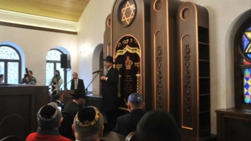 Речь равина в синагоге - иудаизм как мировая религия