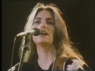 Emmylou harris and the hot band - two more bottles of wine (red rocks amphitheater 1984)