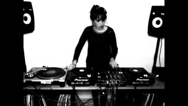 Dj Paula Vélez Acid Techno 3 Decks