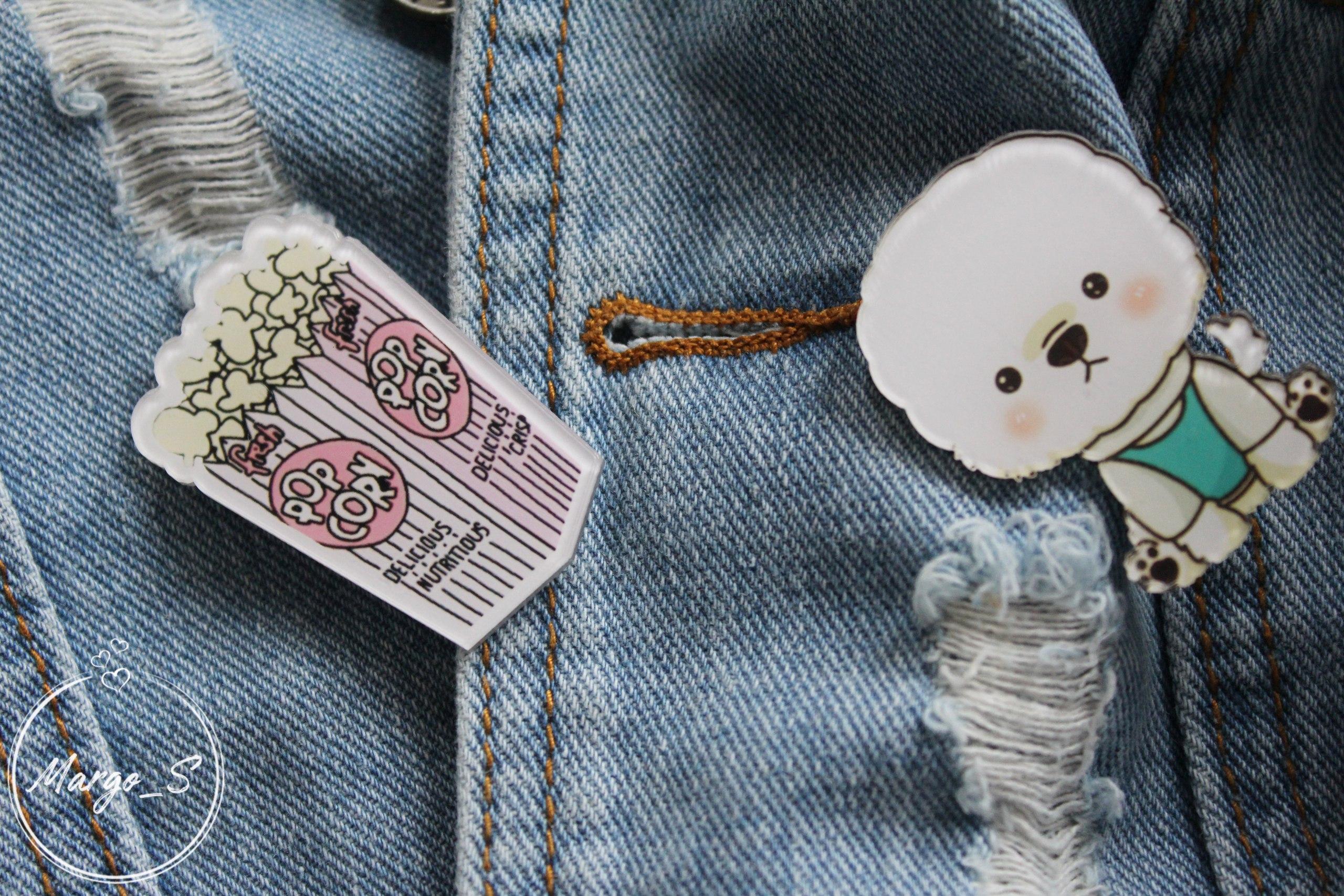 Двойной обзор на вещи из FKZ Store Джинсовка с потертостями и значками 1400 руб и белая футболка с надписью Vogue 450 ру