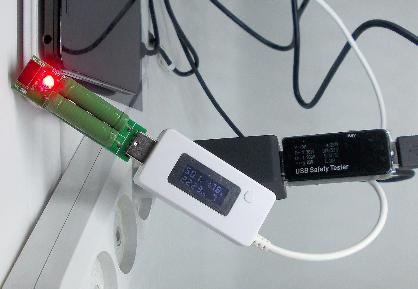 Качественная 4-х портовая зарядка от Floveme Подойдет тем кому необходимо одновременно заряжать несколько устройств Пост