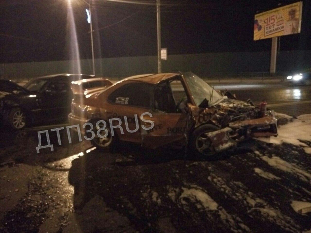 Появились снимки ДТП в Иркутске, в котором «Мерседес» с пьяным водителем врезался в «Субару»