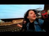 Девушки-зацеперы проехали сбоку электрички в Ховрино