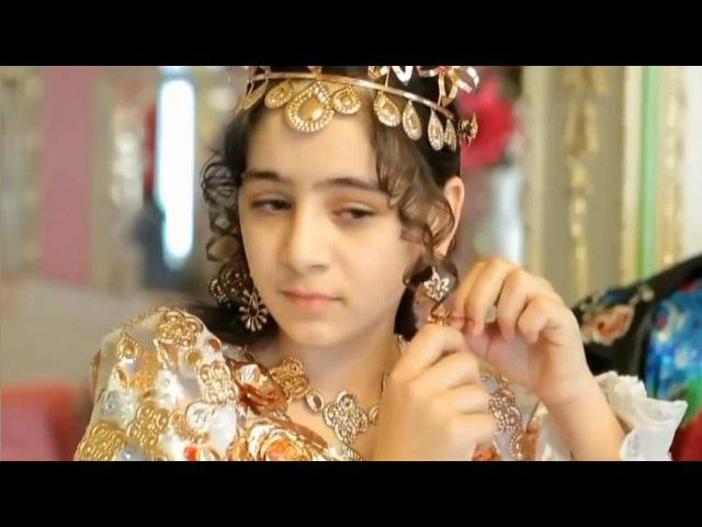Цыганская свадьба платье и фата из золота