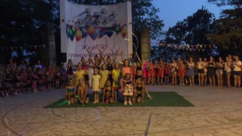 Наши гимнастки и Ульяна)