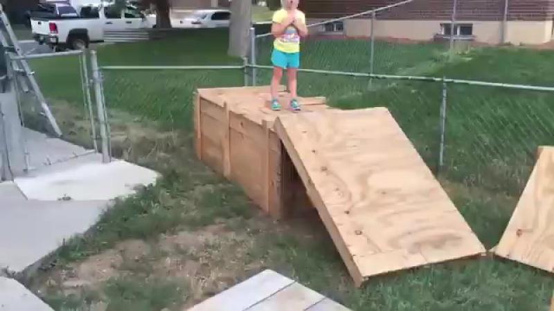 Отец построил для дочки полосу препятствий
