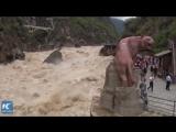 Бурлящий поток воды в ущелье Прыгающего Тигра