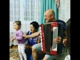 -Ел саен традиция кебек Альфред абыйга Наилә апага кунакка киләбез.Аларда да бездәге кебек өй тулы балалар,оныклар.Җир йөзендә и