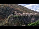 Город на скале Castelfollit de la Roca, средневековый Besalu и водопады Sant Joan les Fonts