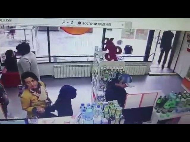 Женщины-воровки попали на видео в аптеке Волгограда
