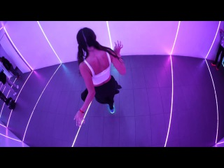 LED Shoes / Cutting Shapes / Chicks That Dance Elena Cruz