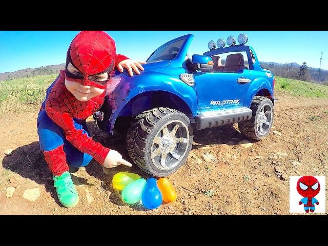 КРУШИМ ШАРЫ Spiderman vs Bad Baby Человек-Паук против Хулигана Битва шариками Игры с водо ...