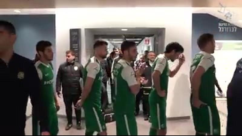 Вчерашнем матче , игроки Маккаби Хайфа дружески и тепло встретили бывшего капитана команды, Йосси Бенаюна .