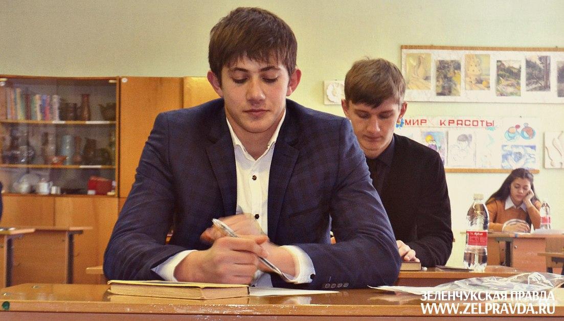 В Зеленчукском районе 22 школьника не сдали итоговое сочинение
