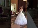 Невеста поёт на свадьбе для жениха