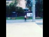 Алеся Фролова катается на доске в Парке Горького.