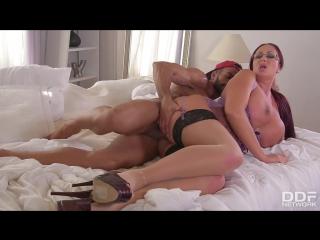 Порно мамочка с огромными сисыками